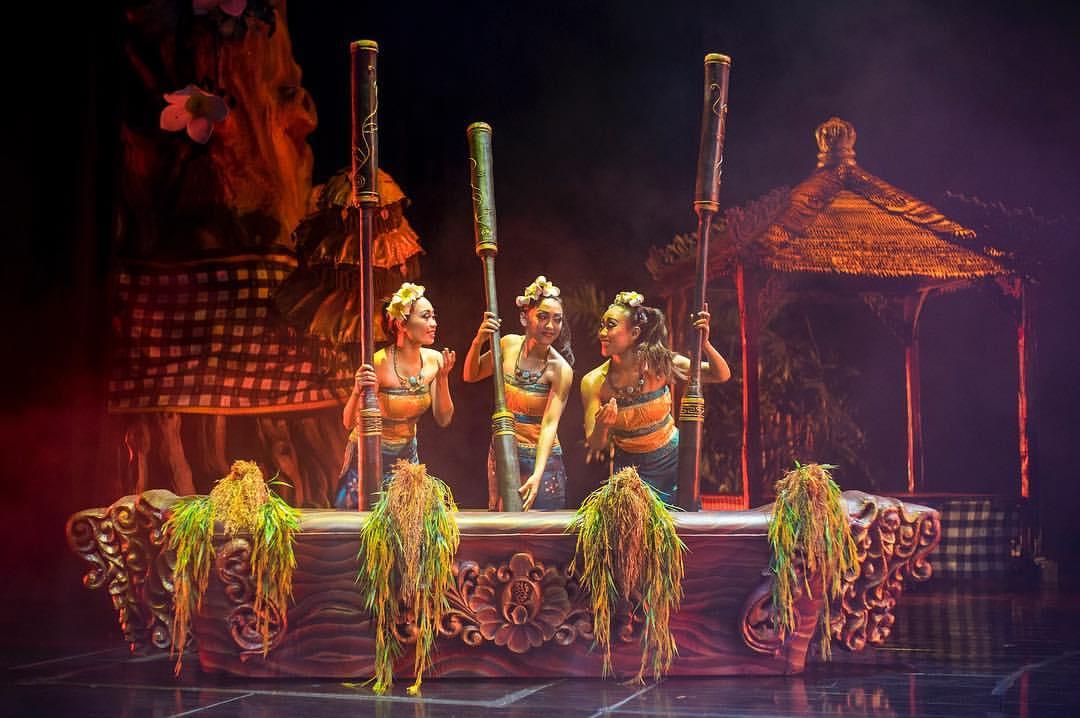 バリヌサドゥアシアター・デブダンショーのバナー