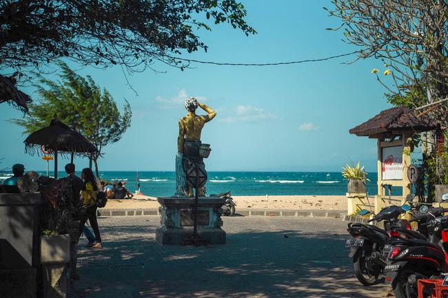サヌールのシンドゥビーチの入り口
