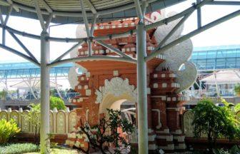 デンパサール空港の門