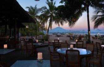 サヌールのタンジュンサリホテルのレストランからの景色