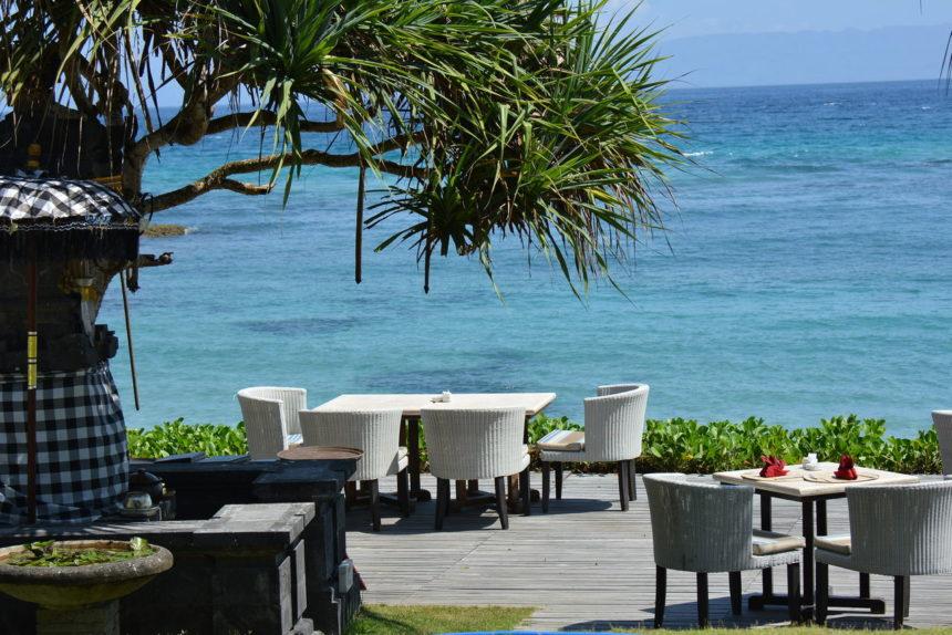 チャンディビーチホテルのビーチ前レストラン