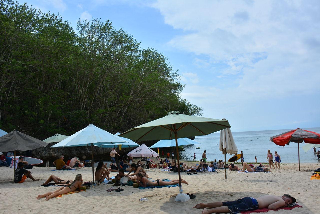 パダンパダンビーチのパラソル